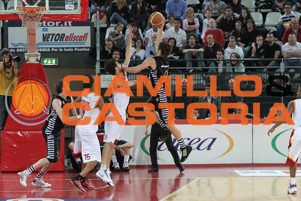 DESCRIZIONE : Roma Lega A 2009-10 Lottomatica Virtus Roma Canadian Solar Bologna<br /> GIOCATORE : Riccardo Moraschini<br /> SQUADRA : Canadian Solar Bologna<br /> EVENTO : Campionato Lega A 2009-2010<br /> GARA : Lottomatica Virtus Roma Canadian Solar Bologna<br /> DATA : 08/05/2010<br /> CATEGORIA : Tiro<br /> SPORT : Pallacanestro<br /> AUTORE : Agenzia Ciamillo-Castoria/G.Contessa<br /> Galleria : Lega Basket A 2009-2010 <br /> Fotonotizia : Roma Campionato Italiano Lega A 2009-2010 Lottomatica Virtus Roma Canadian Solar Bologna<br /> Predefinita :
