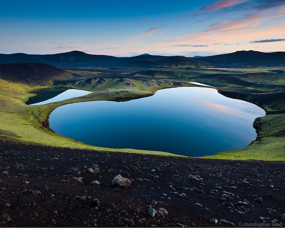 Veidivötn, The fishing lakes, a row of water filled explosion craters. These craters belong to a system of volcanic fissures reaching from Landmannalaugar in the south west, through Bardarbunga in the north west part of the Vatnajökull ice sheet, to Dynjguhals south of the volcanic massif Askja. A major eruption, the fourth largest in Iceland since the settlement, took place on this fissure system in 1477. Veiðivötn eru vatnaklasi á Landmannaafrétti, sem samanstendur af allt að fimmtíu vötnum, bæði smáum og stórum. Mörg vötnin eru sprengigígar sem mynduðust í Veiðivatnagosinu 1477.