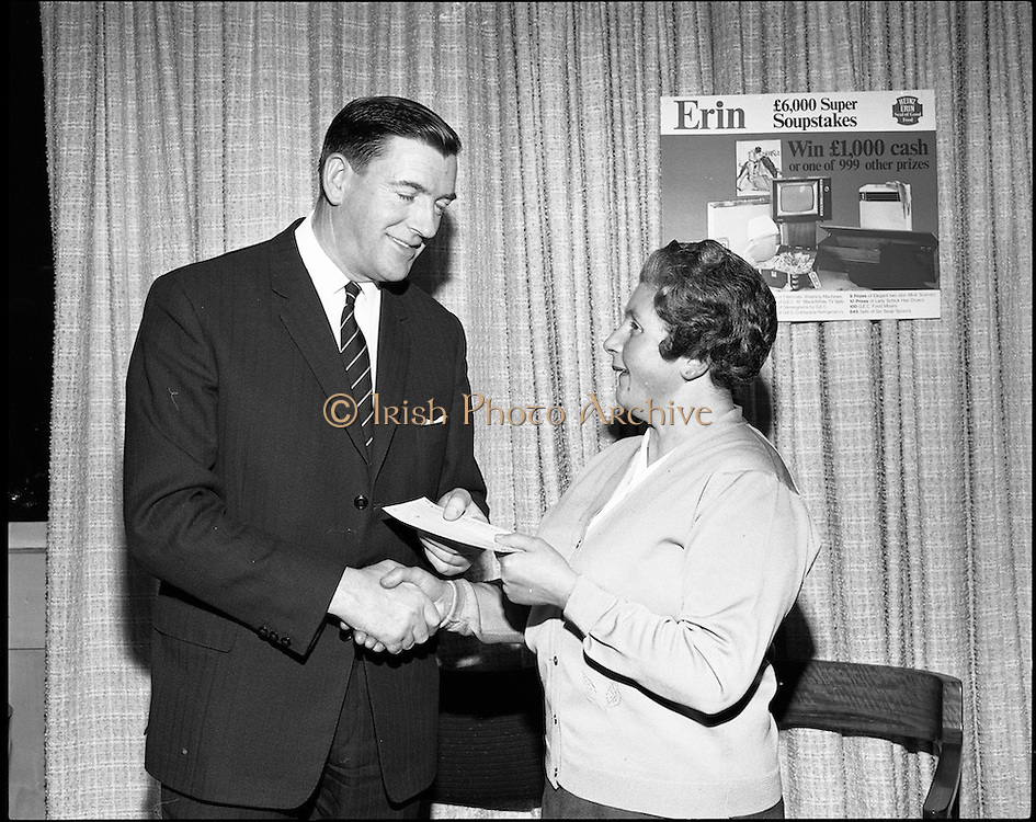 07/01/1969.01/07/1969.07 January 1969. Erin Foods function at Erin Foods Ltd. Frank Manning, General Sales Manager Erin Foods Ltd and Mrs Mary Rice, Crumlin.