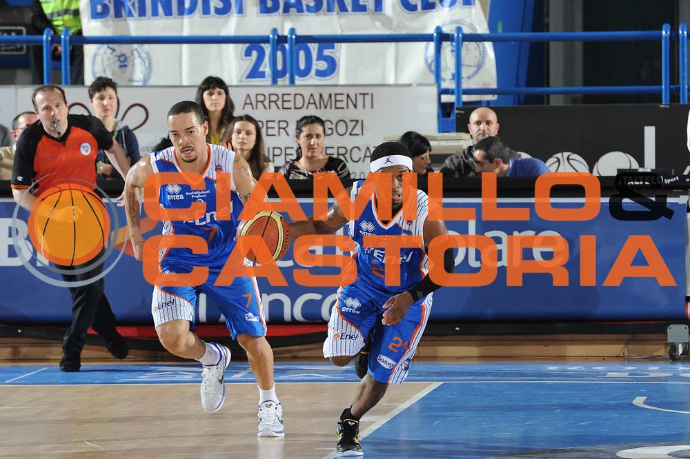 DESCRIZIONE : Porto San Giorgio Lega A 2010-11 Fabi Shoes Montegranaro Enel Brindisi<br /> GIOCATORE : Bobby Dixon<br /> SQUADRA : Enel Brindisi<br /> EVENTO : Campionato Lega A 2010-2011<br /> GARA : Fabi Shoes Montegranaro Enel Brindisi<br /> DATA : 27/03/2011<br /> CATEGORIA : palleggio<br /> SPORT : Pallacanestro<br /> AUTORE : Agenzia Ciamillo-Castoria/C.De Massis<br /> Galleria : Lega Basket A 2010-2011<br /> Fotonotizia : Porto San Giorgio Lega A 2010-11 Fabi Shoes Montegranaro Enel Brindisi<br /> Predefinita :