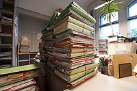 31 MAY 2010, BERLIN/GERMANY:<br /> Aktenmappen mit Faellen in einer Geschaeftsstelle, Sozialgericht Berlin<br /> IMAGE: 20100531-01-012<br /> KEYWORDS: Akte, Akten, Hartz IV
