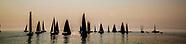 Zeilboten in actie tijdens de North Sea Regatta bij Scheveningen. De wedstrijd is onderdeel van dit