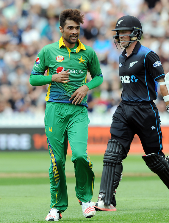 Pakistan's Mohammad Amir, right, after dismissing New Zealand's Luke Ronchi for 5 in the 1st ODI International Cricket match at Basin Reserve, Wellington, New Zealand, Monday, January 25, 2016. Credit:SNPA / Ross Setford