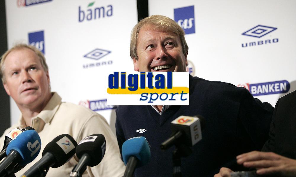 Fotball<br /> Landslaget<br /> 02.10.07<br /> Colosseum Ullevaal Stadion<br /> Pressekonferanse laguttak<br /> Trener &Aring;ge Hareide og assitent Ola By Rise<br /> Foto - Kasper Wikestad