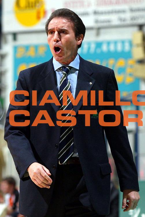 DESCRIZIONE : SIENA CAMPIONATO ITALIANO LEGA A1 STAGIONE 2003-2004 GIOCATORE : RECALCATI SQUADRA : Montepaschi Siena DATA : 2010-01-06CATEGORIA : SPORT :  AUTORE : AGENZIA CIAMILLO & CASTORIA/G.Ciamillo