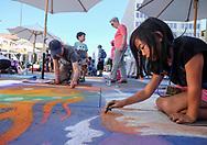6月18日,美国洛杉矶,一名年轻的艺术家专注在她的作品工作。当日, 帕萨迪纳市举办了第二十五届粉笔画绘画艺术节,艺术家们使用超过25000支蜡笔粉笔,跪坐在人行道上,用手中的画笔展现他们的创造力。从古典到现代,从古怪到绚丽,不同的艺术风格让观众眼花缭乱。 。新华社发 (赵汉荣摄)<br /> A young artist works on her piece during the 25th annual Pasadena Chalk Festival in Los Angeles, the United States, June 18, 2017. Hundreds artists using more than 25,000 sticks of pastel chalk to create life-size murals on the city pavement.  (Xinhua/Zhao Hanrong)(Photo by Ringo Chiu)<br /> <br /> Usage Notes: This content is intended for editorial use only. For other uses, additional clearances may be required.