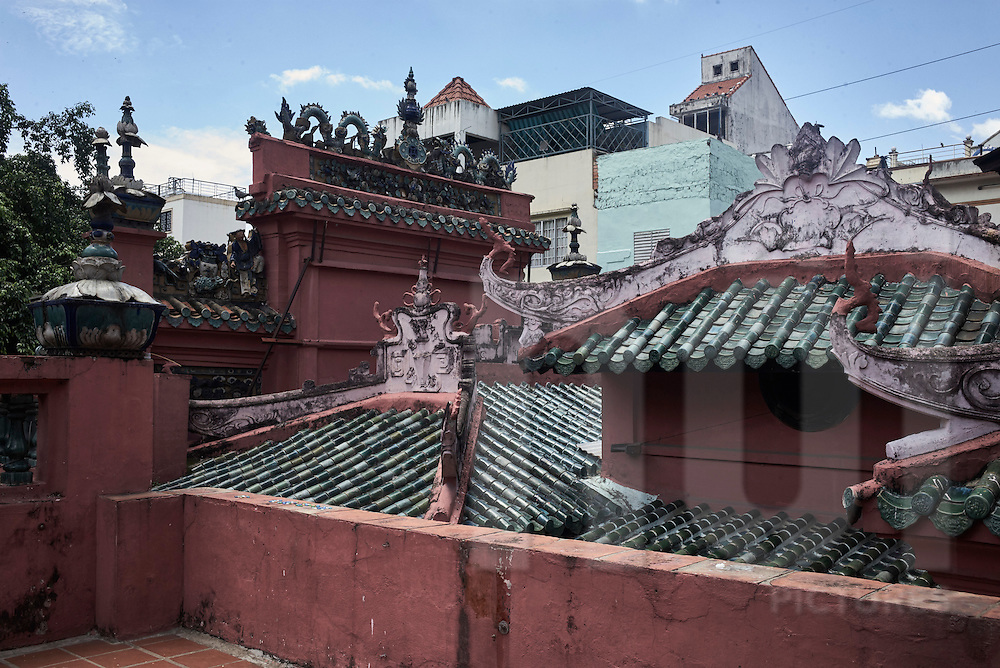 Rooftop architecture of The Jade Emperor Pagoda, Mai Thi Luu Street, District 1, Ho Chi Minh City, Vietnam, Southeast Asia