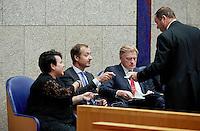 DEN HAAG, 21 september.<br /> Algemene Politieke Beschouwingen, daags na Prinsjesdag. Staatssecretarissen Dijksma, Wiebes en van Rijn krijgen koffie.<br /> FOTO MARTIJN BEEKMAN