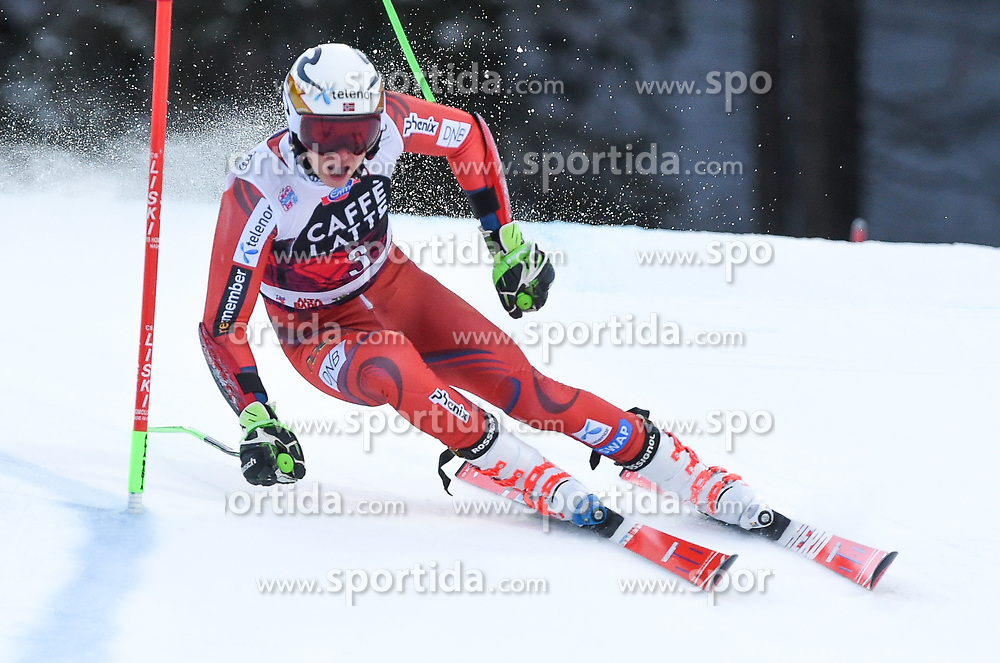 17.12.2017, Grand Risa, La Villa, ITA, FIS Weltcup Ski Alpin, Alta Badia, Riesenslalom, Herren, 1. Lauf, im Bild Henrik Kristoffersen (NOR) // Henrik Kristoffersen of Norway in action during his 1st run of men's Giant Slalom of FIS ski alpine world cup at the Grand Risa in La Villa, Italy on 2017/12/17. EXPA Pictures © 2017, PhotoCredit: EXPA/ Erich Spiess