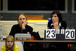 09-12-2010 VOLLEYBAL: TVC AMSTELVEEN - VDK GENDT: AMSTELVEEN<br /> Amstelveen verliest het eerste duel in de Challenge Cup tegen Gendt met 3-2 / Manon van Gruijthuijsen en Marije Bouwknegt<br /> &copy;2010-WWW.FOTOHOOGENDOORN.NL