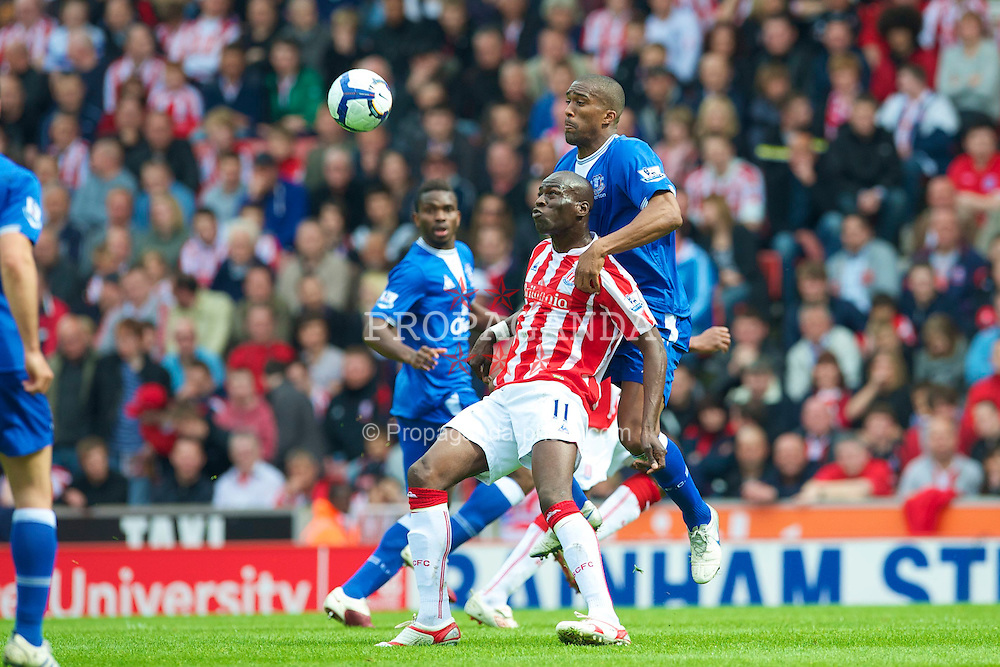 STOKE, ENGLAND - Saturday, May 1, 2010: Everton's Sylvain Distin and Stoke City's Mamady Sidibe during the Premiership match at Britannia Stadium. (Photo by David Rawcliffe/Propaganda)