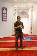 Omvisning i moskeen Islamic Cultural Centre, ICC ved Arslan F. Mohammed , Norges eldste moské, grunnlagt av pakistanske innvandrere i 1974. Sunnimuslimsk. Ligger på Grønland i Oslo.