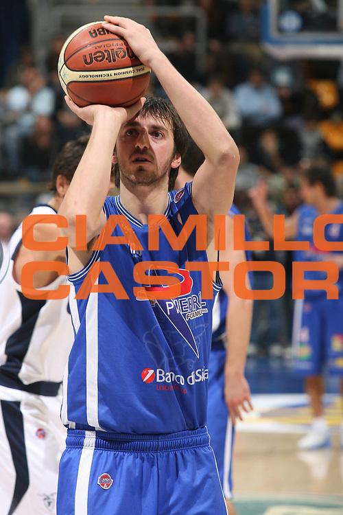 DESCRIZIONE : Bologna Lega A1 2007-08 Upim Fortitudo Bologna Pierrel Capo D'Orlando <br /> GIOCATORE : Klaudio Ndoja <br /> SQUADRA : Pierrel Capo D'Orlando <br /> EVENTO : Campionato Lega A1 2007-2008 <br /> GARA : Upim Fortitudo Bologna Pierrel Capo D'Orlando  <br /> DATA : 24/11/2007 <br /> CATEGORIA : Tiro<br /> SPORT : Pallacanestro <br /> AUTORE : Agenzia Ciamillo-Castoria/M.Marchi