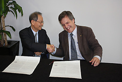 AO Week, Keng Liang and Rob Lamb signing a Memorandum of Understanding between the Australian and Taiwanese Synchrotrons