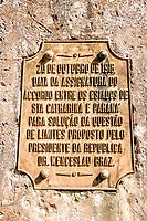 Placa comemorativa no Marco das Três Fronteiras inaugurado em 1903. Dionísio Cerqueira, Santa Catarina, Brasil. / <br /> Commemorative plaque on the Triple Frontier Mark, inaugurated in 1903, indicating the triple border among the Brazilian states Santa Catarina and Paraná, and Argentina. Dionísio Cerqueira, Santa Catarina, Brazil.