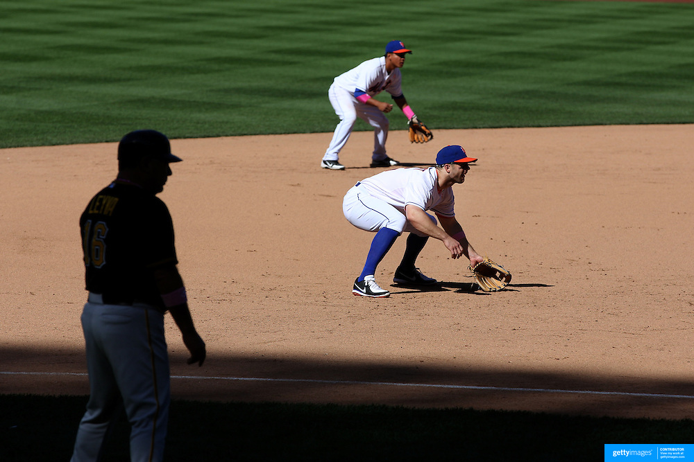 David Wright fielding at third base during the New York Mets V Pittsburgh Pirates Baseball game at Citi Field, Queens, New York. USA. 12th May 2013. Photo Tim Clayton