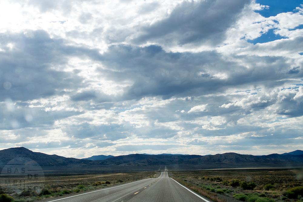 Een lege Interstate 50 tussen Ely en Austin in Nevada.<br /> <br /> An empty Interstate 50 between Ely and Austin, Nevada.