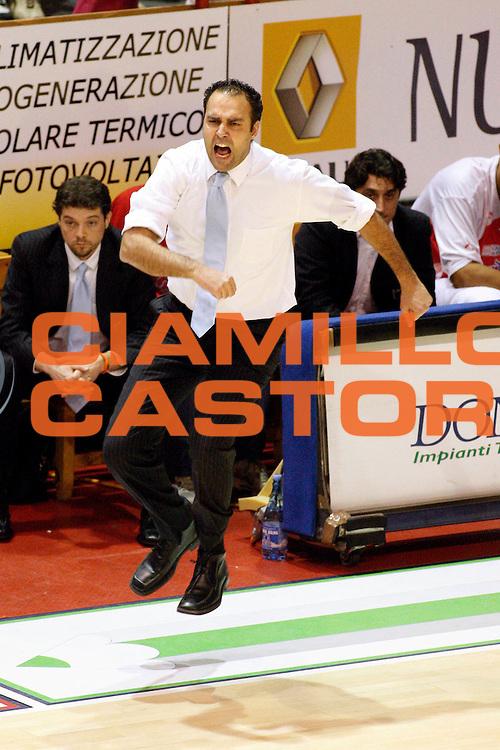 DESCRIZIONE : Pistoia Lega A2 2009-10 Carmatic Pistoia Riviera Solare Rimini<br /> GIOCATORE : Coach Moretti Paolo<br /> SQUADRA : Carmatic Pistoia<br /> EVENTO : Campionato Lega A2 2009-2010<br /> GARA : Carmatic Pistoia Riviera Solare Rimini<br /> DATA : 03/01/2010<br /> CATEGORIA : Esultanza<br /> SPORT : Pallacanestro<br /> AUTORE : Agenzia Ciamillo-Castoria/Stefano D'Errico<br /> Galleria : Lega Basket A2 2009-2010 <br /> Fotonotizia : Pistoia Lega A2 2009-2010 Carmatic Pistoia Riviera Solare Rimini<br /> Predefinita :