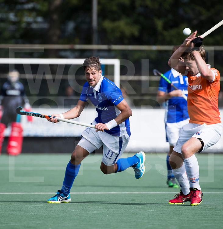 UTRECHT - Bjorn Kellerman (Kampong) met Mats de Groot (Bldaal)   tijdens de hockey hoofdklasse competitiewedstrijd heren:  Kampong-Bloemendaal (3-3). COPYRIGHT KOEN SUYK