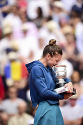 June 9, 2018 - Paris, France, France - Joie de Simona Halep (Rou) avec le trophee de Vainqueur (Credit Image: © Panoramic via ZUMA Press)
