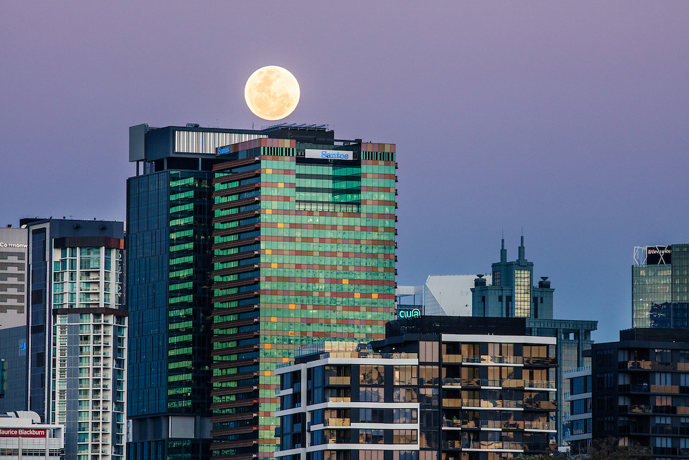 The rising supermoon above the Brisbane city skyline.