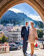 12-10-2017 SINTRA -  Bezoek aan Pal&aacute;cio da Vila, Sintra mevrouw I. Ferro, directrice Pal&aacute;cio da Vila, tevens gastvrouw; de heer M. Baptista, voorzitter bestuur Parques de Sintra.  koningin maxima en koningin Willem Alexander voor een 3 daags staatsbezoek aan Portugal  Copyright Robin Utrecht  Staatsbezoek , Portugal , koningin ,maxima , koning ,Willem Alexander , Willem-alexander , <br /> <br /> 12-10-2017 SINTRA - Visit to Pal&aacute;cio da Vila, Sintra Ms I. Ferro, Director Pal&aacute;cio da Vila, also hostess; Mr. M. Baptista, Chairman of the Board of Parques de Sintra. Queen Maxima and Queen Willem Alexander for a 3 day state visit to Portugal Copyright Robin Utrecht State Visit, Portugal, Queen, Maxima King, Willem Alexander, Willem Alexander,
