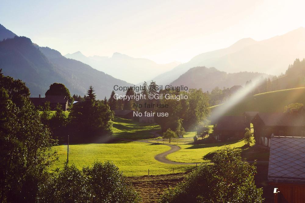 Suisse, Canton de Bern, la région du Haut-Simmental, vue depuis train Golden Panoramic non loin de la gared de Gstaad // Switzerland, Bern canton, Hight-Simmental region, view from Golden Panoramic train area of Gstaad station