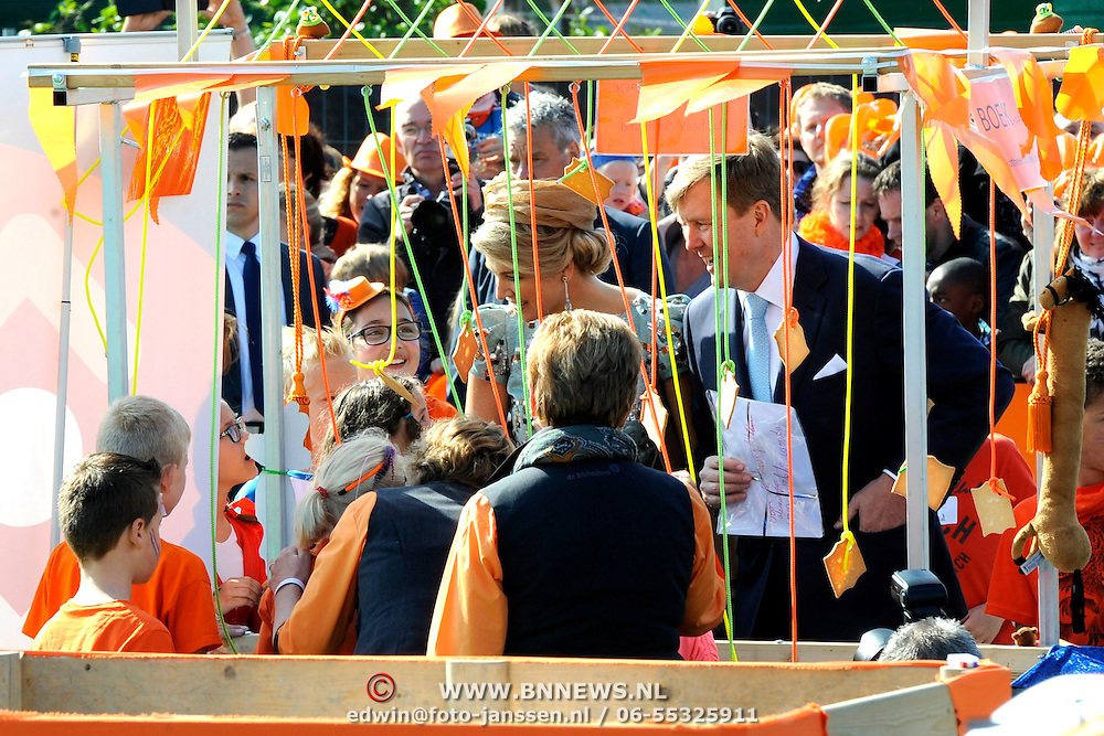 Koningsdag 2014 in de Rijp, het vieren van de verjaardag van de koning. / Kingsday 2014 in the Rijp , celebrating the birthday of the King. <br /> <br /> <br /> Op de foto / On the photo:   Koning Willem Alexander en Koningin Maxima / King Willem Alexander and Queen Maxima