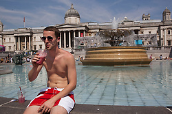 © licensed to London News Pictures. London, UK 25/07/2012. Alastair Leeks enjoying sunshine in Trafalgar Square on 25/07/12. Photo credit: Tolga Akmen/LNP