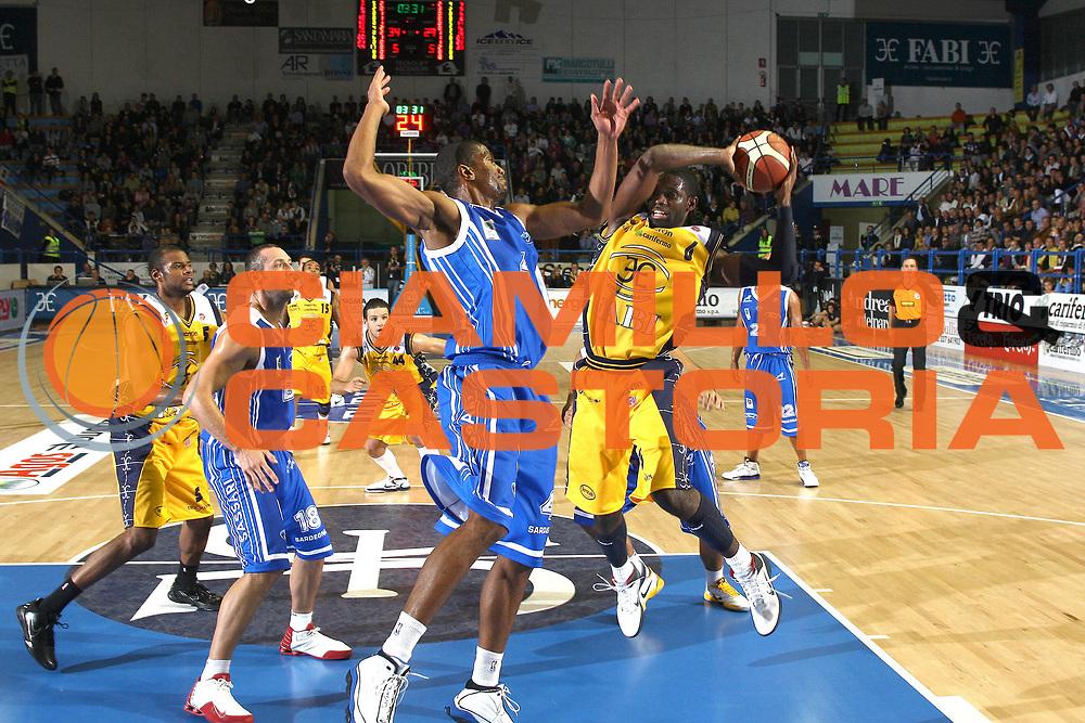 DESCRIZIONE : Porto San Giorgio Lega A 2010-11 Fabi Montegranaro Dinamo Sassari <br /> GIOCATORE : Bobby Jones<br /> SQUADRA : Fabi Montegranaro<br /> EVENTO : Campionato Lega A 2010-2011<br /> GARA : Fabi Montegranaro Dinamo Sassari <br /> DATA : 17/10/2010<br /> CATEGORIA : tiro penetrazione<br /> SPORT : Pallacanestro<br /> AUTORE : Agenzia Ciamillo-Castoria/C.De Massis<br /> Galleria : Lega Basket A 2010-2011<br /> Fotonotizia : Porto San Giorgio Lega A 2010-11 Fabi Montegranaro Dinamo Sassari <br /> Predefinita :