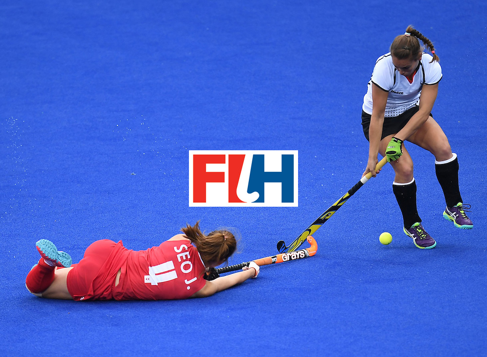Germany's Lisa Altenburg (R) fights for the ball with South Korea's Seo Jungeun during the women's field hockey Germany vs South Korea match of the Rio 2016 Olympics Games at the Olympic Hockey Centre in Rio de Janeiro on August, 10 2016. / AFP / MANAN VATSYAYANA        (Photo credit should read MANAN VATSYAYANA/AFP/Getty Images)