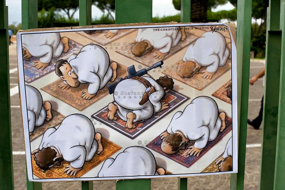 """Roma, 19 Settembre  2014<br /> Manifestazione  contro  ISIS ( Stato Islamico).<br /> Uno striscione con la scritta: """"ISIS non è Islam"""" esposto da un gruppo di italiani ed immigrati davanti alla Moschea Grande  di Roma, durante la preghiera del Venerdi. Disegni di  artisti siriani contro ISIS.<br /> Rome, 19 September 2014 <br /> Demonstration against ISIS (Islamic State). <br /> A banner with the inscription: """"ISIS is not Islam"""" exhibited by a group of Italian and immigrants  in front of the Grand Mosque of Rome, during prayers on Friday. Drawings of Syrian artists against ISIS."""