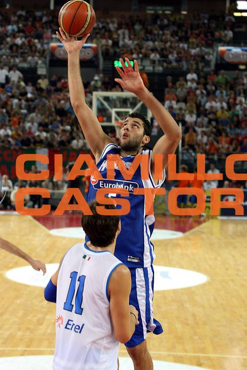 DESCRIZIONE : Roma Amichevole preparazione Eurobasket 2007 Italia Grecia <br />GIOCATORE : Bourousis<br />SQUADRA : Nazionale Italia Uomini <br />EVENTO : Amichevole preparazione Eurobasket 2007 Italia Grecia <br />GARA : Italia Grecia <br />DATA : 30/08/2007 <br />CATEGORIA : Tiro<br />SPORT : Pallacanestro <br />AUTORE : Agenzia Ciamillo-Castoria/G.Ciamillo