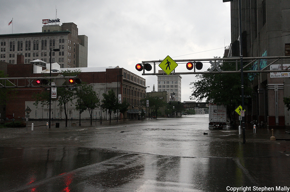 Massive flooding has covered the Midwest section of the United States. In Cedar Rapids, Iowa over 400 blocks were underwater. Other towns are now bracing for the water as it continues downstream.///The water continues to rise on First Avenue downtown Cedar Rapids, Iowa.