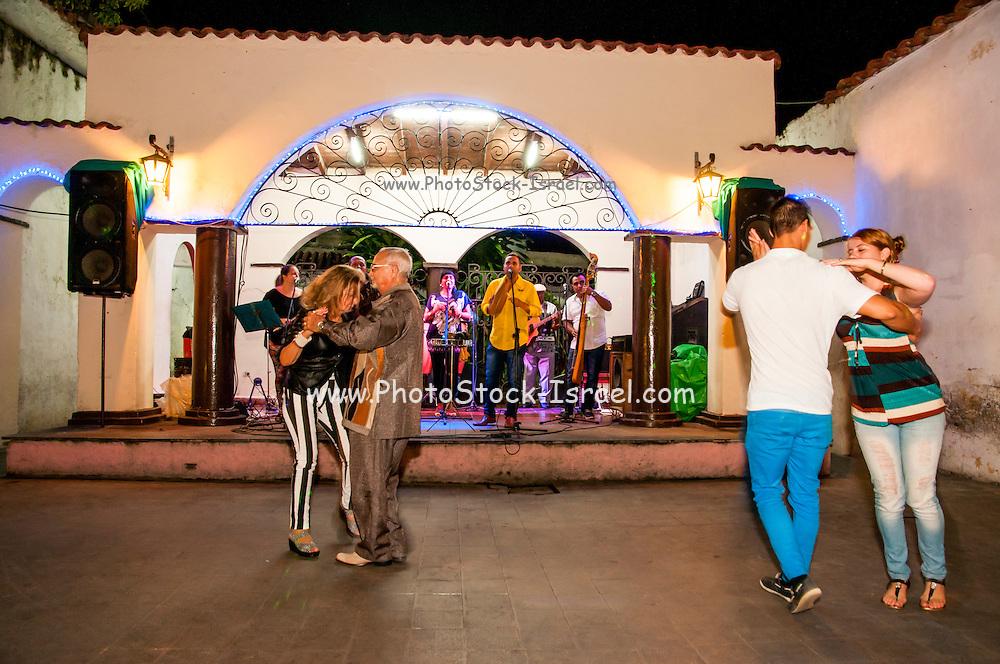 Cuba, Camaguey salsa club