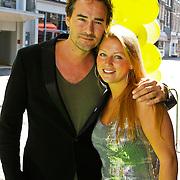 NLD/Amsterdam/20100627 - Inloop premiere Shrek 3D, Jeroen Nieuwenhuize en partner Kayla