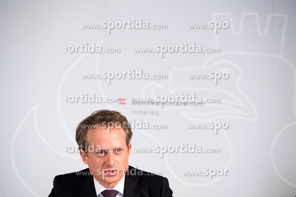 """25.02.2019, Innenministerium, Wien, AUT, Bundesregierung, Pressekonferenz zum Thema """"Aktuelles aus dem Bereich Asyl und Fremdenwesen, im Bild Peter Webinger (Leiter Sektion V """"Fremdenwesen"""") // during a media conference at the interior ministry due to asylum topic in Vienna, Austria on 2019/02/25, EXPA Pictures © 2019, PhotoCredit: EXPA/ Michael Gruber"""