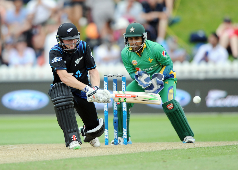 New Zealand's Henry Nichols reverse sweeps in front of Pakistan's Sarfraz Ahmed in the 1st ODI International Cricket match at Basin Reserve, Wellington, New Zealand, Monday, January 25, 2016. Credit:SNPA / Ross Setford