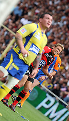 Jonny Wilkinson of Toulon watches as his penalty goes over during the French Top 14 Semi Final match between ASM Clermont Auvergne and RC Toulon at the Stade de Toulouse on June 3, 2012 in Toulouse, France.