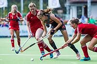 St.-Job-In 't Goor / Antwerpen -  Nederland Jong Oranje Dames (JOD) - Groot Brittannie (7-2). Felice Albers met Tess Howard (l)   COPYRIGHT  KOEN SUYK
