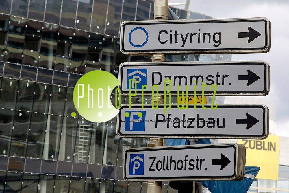 Ludwigshafen. Groflbaustellen in der Innenstadt. Groflbaustelle Rheingalerie. Neue Architektur aus Glas und Beton.<br /> <br /> <br /> Bild: Markus Proflwitz / masterpress /  <br /> <br /> ++++ Archivbilder und weitere Motive finden Sie auch in unserem OnlineArchiv. www.masterpress.org oder &cedil;ber das Metropolregion Rhein-Neckar Bildportal   ++++ *** Local Caption *** masterpress Mannheim - Pressefotoagentur<br /> Markus Proflwitz<br /> C8, 12-13<br /> 68159 MANNHEIM<br /> +49 621 33 93 93 60<br /> info@masterpress.org<br /> Dresdner Bank<br /> BLZ 67080050 / KTO 0650687000<br /> DE221362249