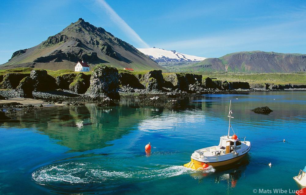 Arnarstapi, Stapahöfn / Stapi harbour, Stapafell, Snæfellsjökull / Snaefellsjokull glacier. Snæfellsbær áður Breiðuvíkurhreppur /  Snaefellsbaer former Breiduvikurhreppur.