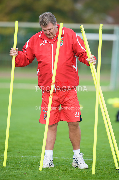 DU?SSELDORF, GERMANY - Wednesday, October 15, 2008: Wales' manager John Toshack MBE during training at Neuss Gnadental ahead of the 2010 FIFA World Cup South Africa Qualifying Group 4 match against Germany. (Photo by David Rawcliffe/Propaganda)