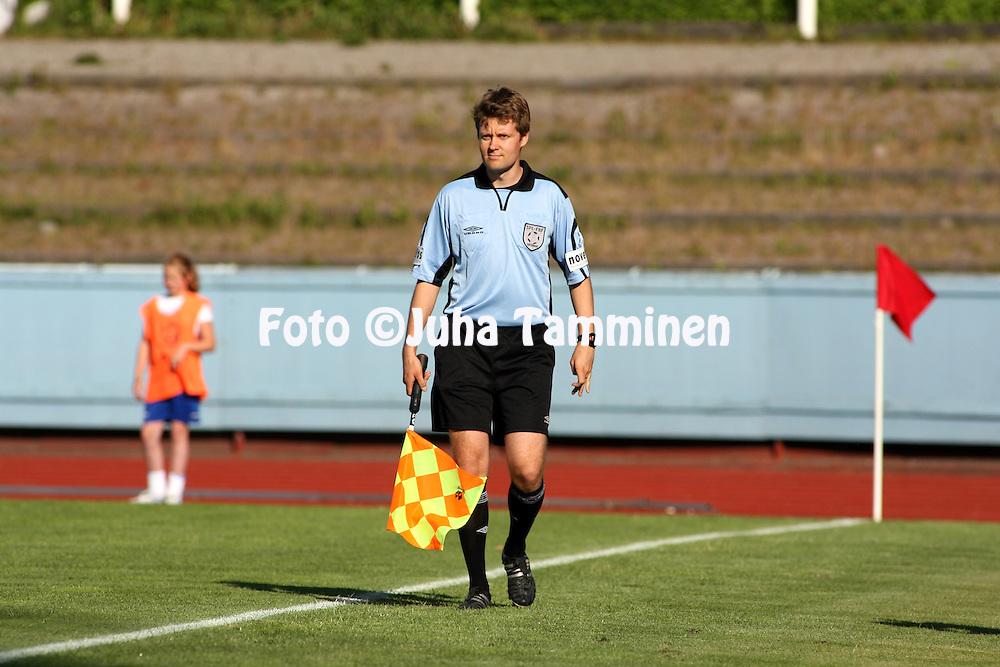 29.06.2006, Urheilukeskus, Lahti, Finland..Veikkausliiga 2006 - Finnish League 2006.FC Lahti - FF Jaro.Avustava erotuomari Mikko Alakare.©Juha Tamminen....ARK:k