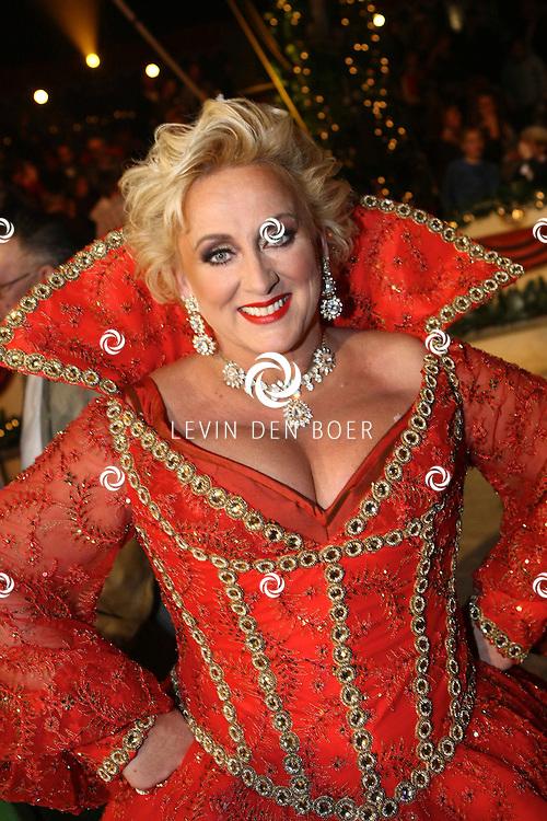 HELMOND - In de tent van Circus Herman Renz werden de opnames van de RTL4 KidsRights KerstSterrenCircus opgenomen. Met op de foto Karin Bloemen. FOTO LEVIN DEN BOER / PERSFOTO.NU