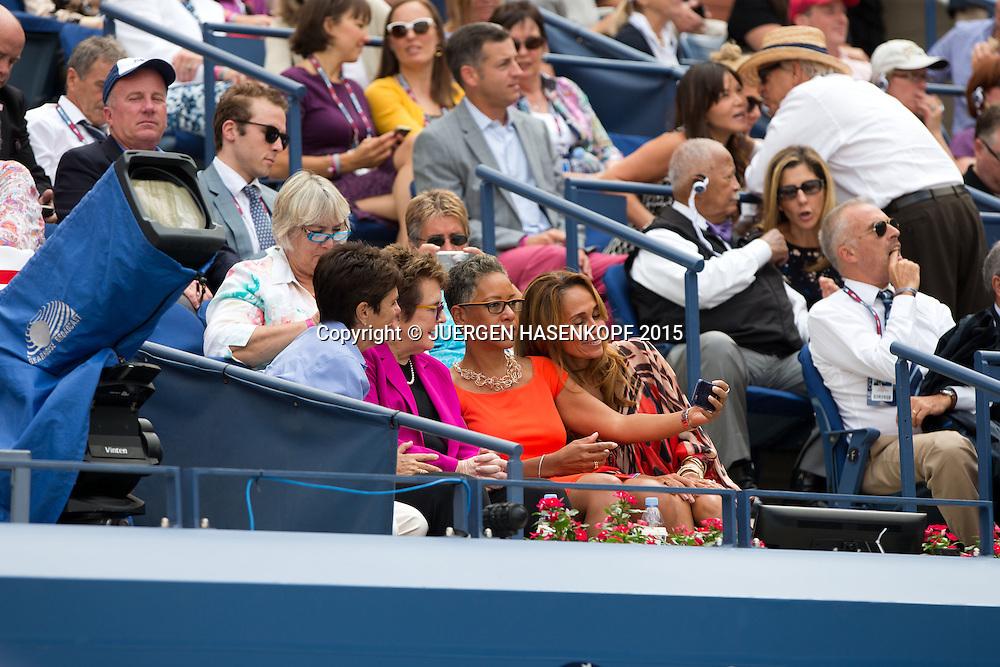 US Open Feature,USTA Praesidentin Katrina Adams macht ein Selfiefoto  mit Roberta Graves (rechts( und Billie Jean King und deren Partnerin Llana Kloss,VIP Gaeste in der Ehrenloge,<br /> <br /> <br /> Tennis - US Open 2015 - Grand Slam ITF / ATP / WTA -  Flushing Meadows - New York - New York - USA  - 11 September 2015.