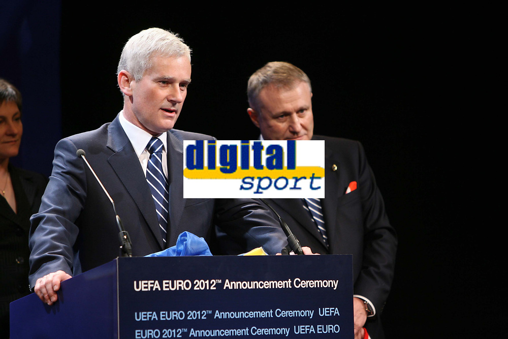 Michal  Listkiwicz (right) President of Polish Fa<br /> <br /> Grygoriy Surkis (left) President of Ukraine FA