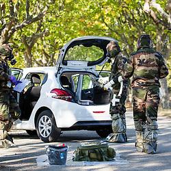 Entra&icirc;nement d'unit&eacute;s NRBC civiles (Sapeurs pompiers, S&eacute;curit&eacute; Civile, Police Nationale) et militaires (Arm&eacute;e de Terre, Arm&eacute;e de l'Air) organis&eacute; par le CNCMFE NRBC-E et visant &agrave; am&eacute;liorer la coop&eacute;ration entre services.  <br /> Septembre 2016 / Aix en Provence (13) / FRANCE<br /> Voir le reportage complet (101 photos)<br /> http://sandrachenugodefroy.photoshelter.com/gallery/2016-09-Entrainement-NRBC-E-du-CNCMFE-Complet/G00000PhkiRZtJMk/C0000yuz5WpdBLSQ