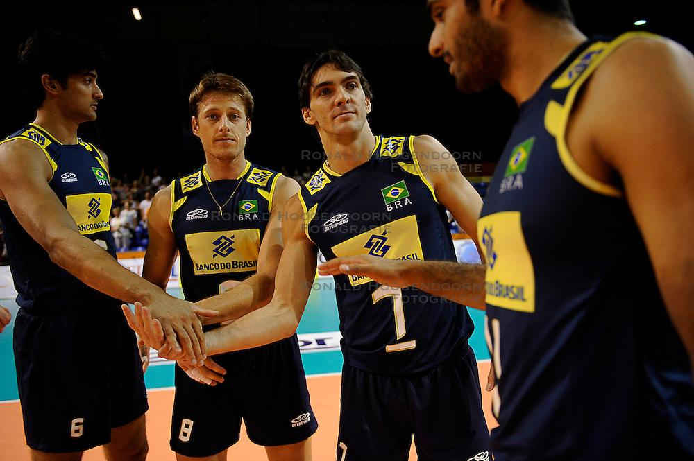 27-06-2010 VOLLEYBAL: WLV NEDERLAND - BRAZILIE: ROTTERDAM<br /> Nederland verliest met 3-2 van Brazilie / Vissotto, Murilo en Giba<br /> &copy;2010-WWW.FOTOHOOGENDOORN.NL