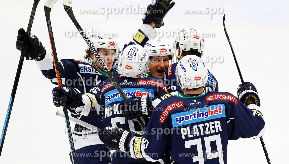 17.11.2015, Stadthalle, Villach, AUT, EBEL, EC VSV vs UPC Vienna Capitals, 21. Runde, im Bild der Jubel des VSV // during the Erste Bank Icehockey League 21th round match between EC VSV vs UPC Vienna Capitals at the City Hall in Villach, Austria on 2015/11/17, EXPA Pictures © 2015, PhotoCredit: EXPA/ Oskar Hoeher